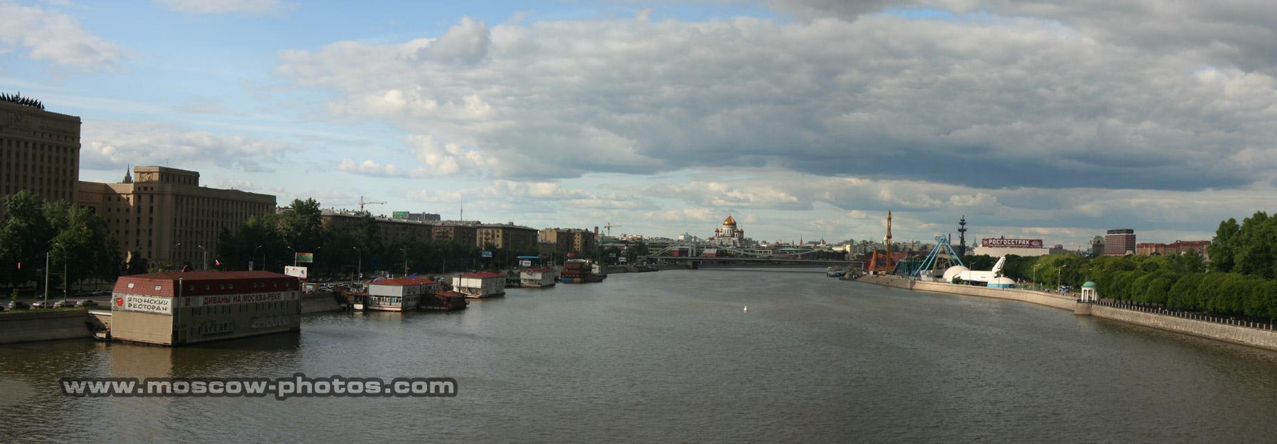 Home > bridges > andreyevsky bridge > view from andreyevsky bridge