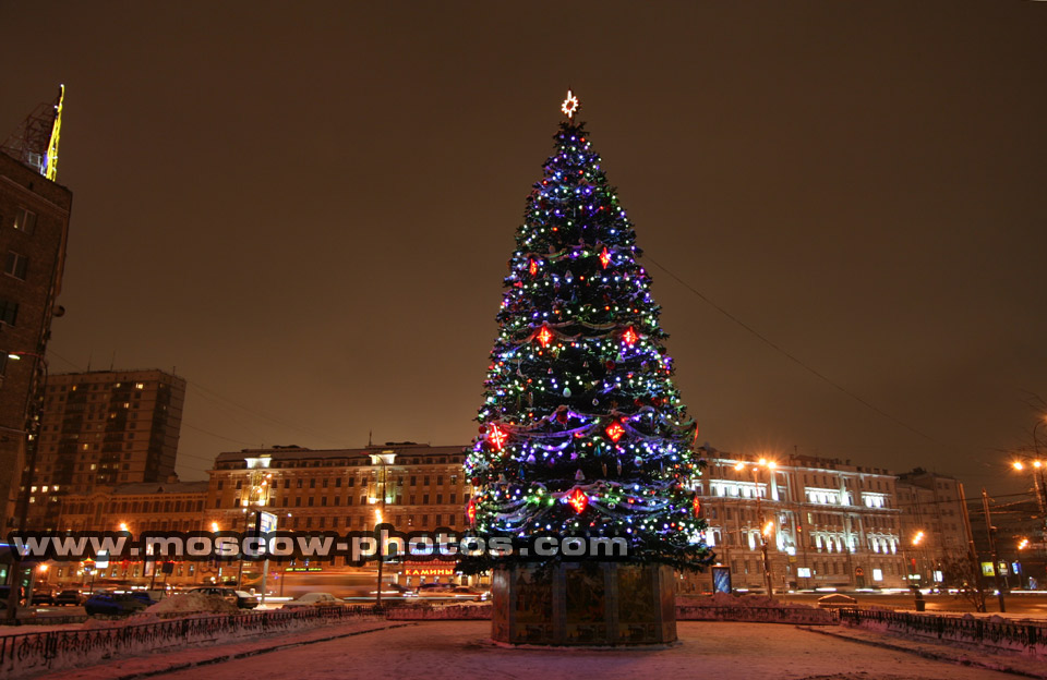 Moscow Photos - Christmas tree in front of the Accounts Chamber of ...